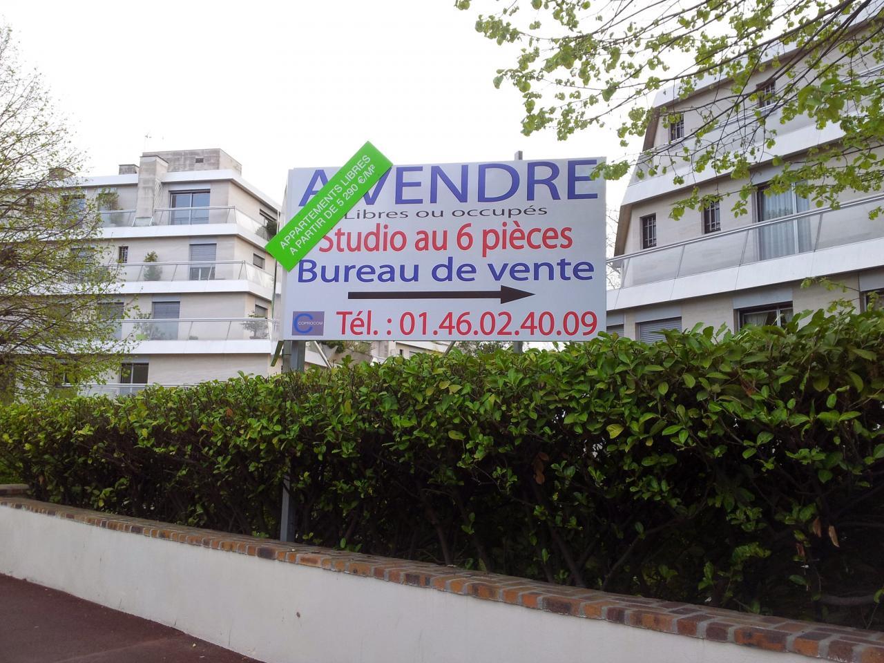 Panneau d'affichage immobilier